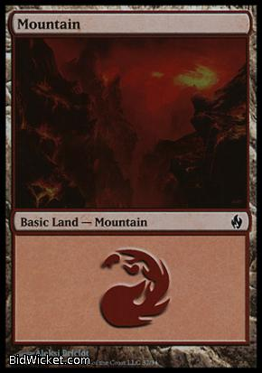 Mountain (32), Premium Deck Series: Fire and Lightning, Magic the Gathering